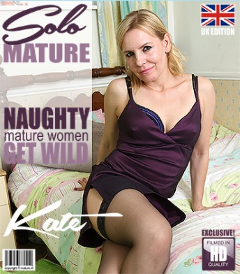 1_Mature.nl_presents_Kate_A.__EU___38__in_British_housewife_fooling_around_-_06.09.2017.jpg