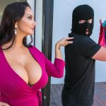 Brazzers – MommyGotBoobs presents Ava Addams in Moms Panty Bandit – 13.09.2017
