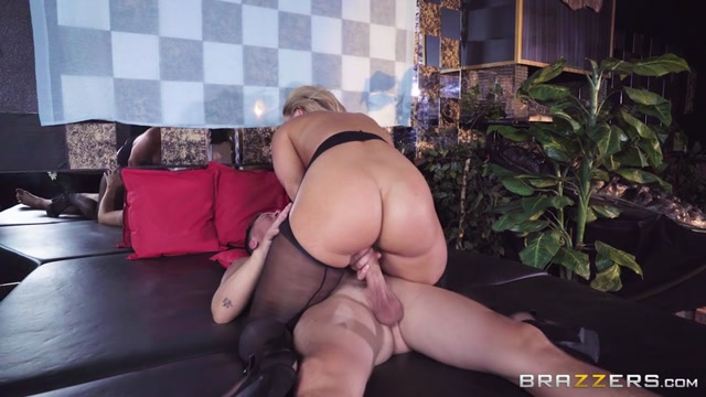 Brazzers_-_BigButtsLikeItBig_presents_Candice_Dare_in_Giving_Her_A_Big_Tip_-_29.09.2017.mp4.00005.jpg