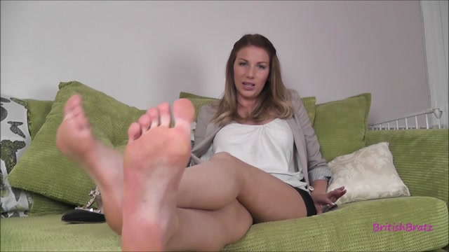 Britishbratz_presents_Miss_Danni_Maye_in_Secretarys_Foot_Torment.mp4.00013.jpg