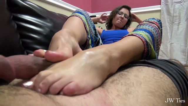 Watch Online Porn – Clips4sale – First Time Foot Girls presents Sexy MILF Helena Price First Footjob (WMV, HD, 1280×720)