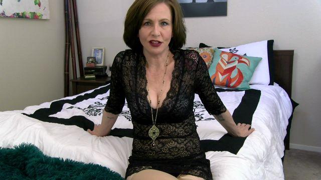 Clips4sale_presents_Mrs_Mischief_in_Moms_Panty_Pervert.mp4.00007.jpg