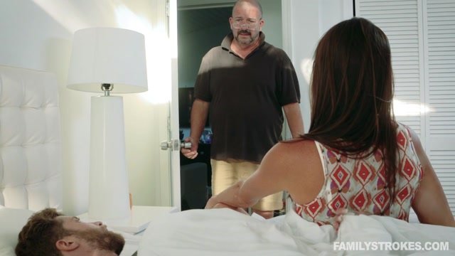 Watch Free Porno Online – FamilyStrokes presents Sofie Marie in Family Makes Me Feel Better – 28.09.2017 (MP4, SD, 960×540)