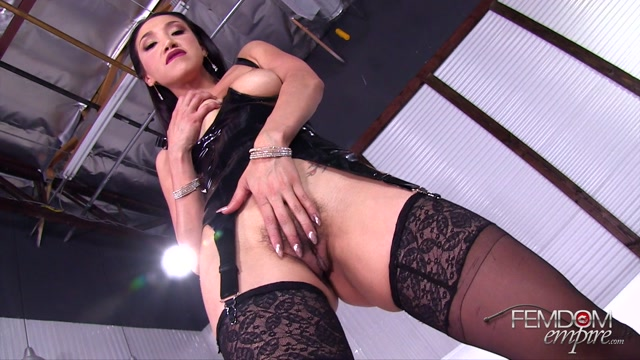 Watch Online Porn – FemdomEmpire presents Vicki Chase in Always on Edge – 05.09.2017 (MP4, FullHD, 1920×1080)