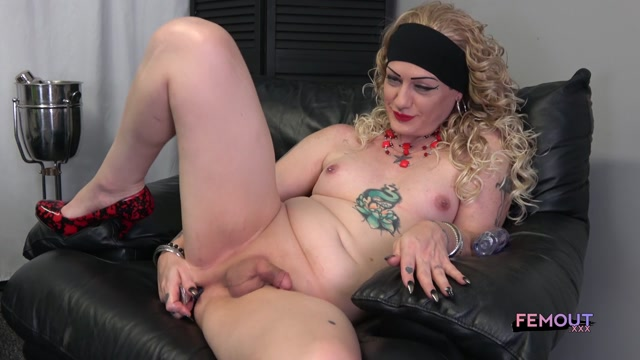 Femout.xxx_presents_Kiersten_Bunnz__Too_Hot_In_Black_-_29.09.2017.mp4.00010.jpg