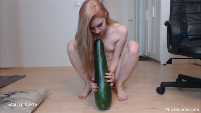 Watch Online Porn – ManyVids Webcams Video presents Girl ScarletLoveU in My big Zucchini (MP4, FullHD, 1920×1080)