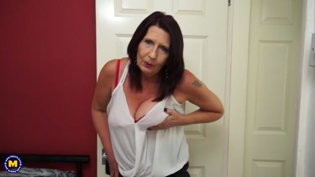 Mature.nl_presents_Katie_Leigh__EU___52__in_British_mature_lady_playing_with_herself_-_08.09.2017.mp4.00000.jpg
