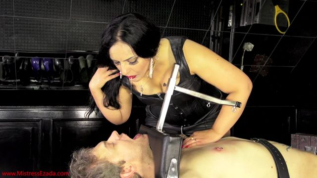 Watch Online Porn – Mistress Ezada Sinn in Feed with My spit (MP4, SD, 720×406)