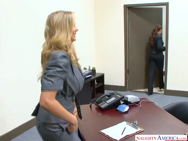 Watch Online Porn – NaughtyAmerica – NaughtyOffice presents Julia Ann 23219 Remastered – 12.09.2017 (MP4, SD, 480×360)