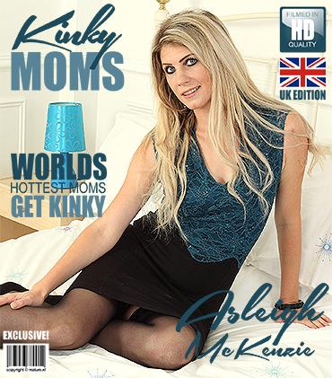 1_Mature.nl_presents_Ashleigh_McKenzie__EU___33__in_British_hot_mom_Asleigh_McKenzie_fooling_around_-_10.10.2017.jpg