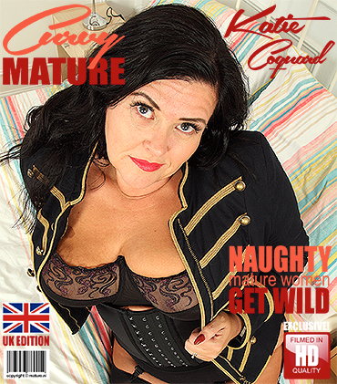 1_Mature.nl_presents_Katie_Coquard__EU___45__in_British_curvy_housewife_playing_with_herself_-_19.10.2017.jpg