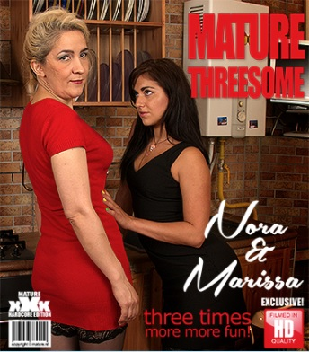 1_Mature.nl_presents_Wanilianna__41__in_horny_mom_Wanilianna_fingering_herself___25.10.2017.jpg