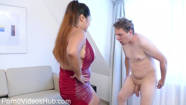 Ballbusting_Chicks_presents_Amy_in_I_Am_Laughing_at_Losers.mp4.00013.jpg