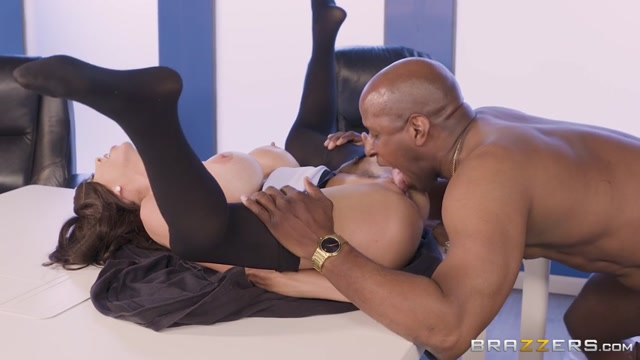 Watch Online Porn – Brazzers – PornStarsLikeItBig presents Alexis Fawx in Pornstar Protection Program – 20.10.2017 (MP4, SD, 854×480)
