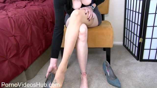 Clips4sale_presents_Mrs_Mischief_in_Your_Moms_High-heeled_Shoes.mp4.00009.jpg