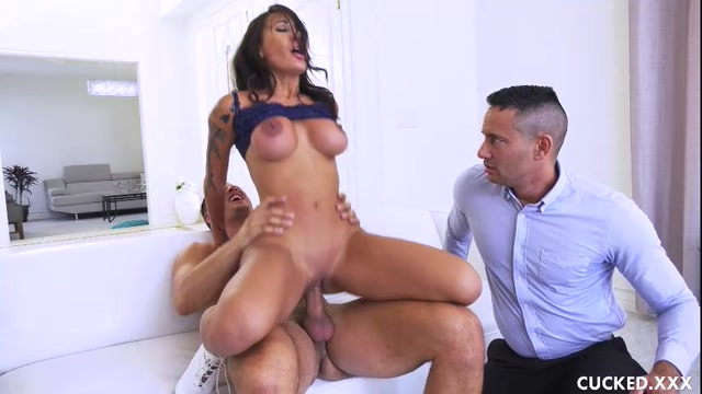 Watch Online Porn – Cucked presents Amia Miley in Closing the Deal – 16.10.2017 (MP4, SD, 854×480)
