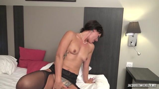 Watch Online Porn – JacquieEtMichelTV presents La nouvelle vie de Celia, cannoise de 35ans – 05.10.2017 (MP4, SD, 854×480)