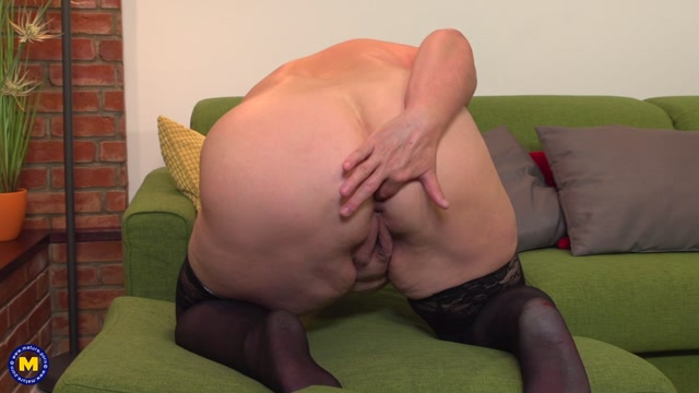 Watch Online Porn – Mature.nl presents Babet (57) in chubby mature lady fooling around – 09.10.2017 (MP4, FullHD, 1920×1080)