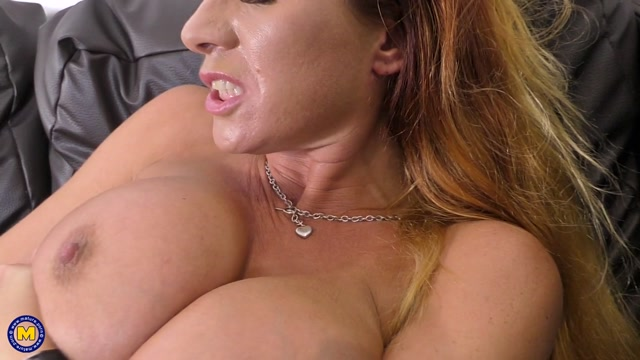 Watch Online Porn – Mature.nl presents Faye (EU) (41) in British MILF Faye fingering herself – 24.10.2017 (MP4, FullHD, 1920×1080)