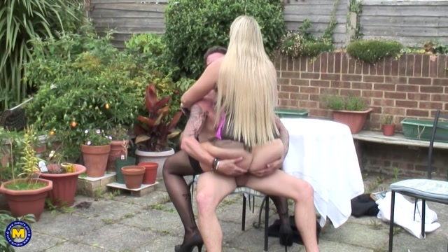 Mature.nl_presents_Lucy_B.__EU___31__in_British_horny_housewife_fucking_and_sucking_-_03.10.2017.mp4.00009.jpg