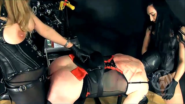 Mistress_Whiplash_in_Strap-on_Spitroast_Slave.mp4.00008.jpg