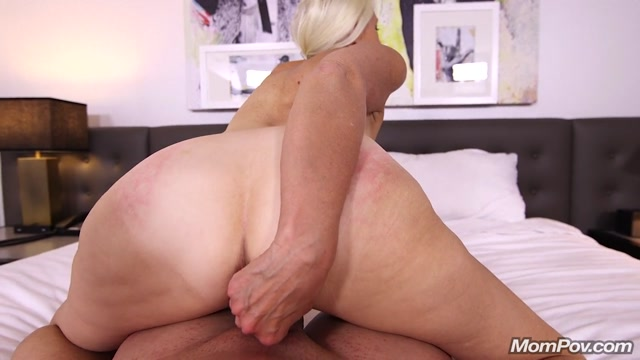 MomPov_presents_Juliane_in_Sexy_blonde_cougar_does_first_porn_-_18.10.2017.mp4.00011.jpg