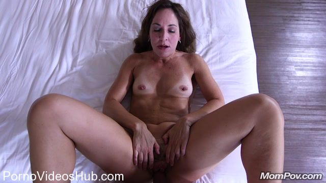 Anal makes this milf squirt mompov