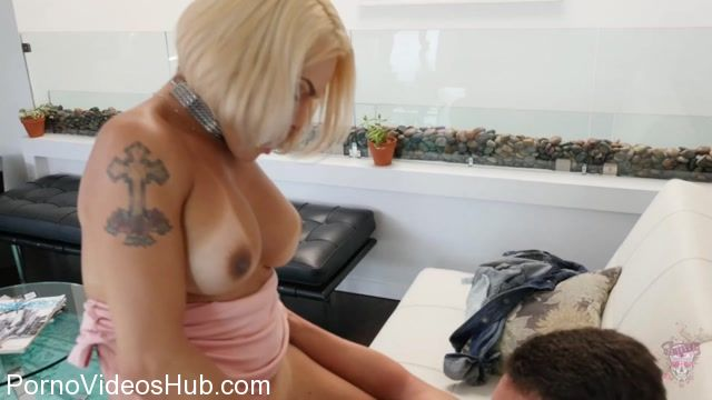 TS-Foxxy_presents_TS_Foxxy_in_Fucked_a_Random_Guy_in_the_Lobby_-_31.10.2017.mp4.00006.jpg