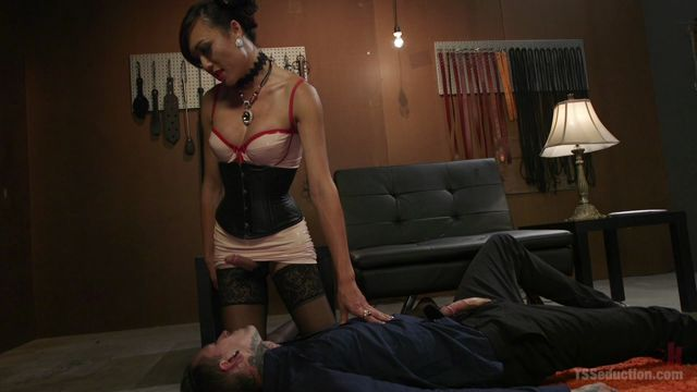 Watch Online Porn – TSSeduction presents Sensual Domme Venus Lux Gets Worshiped and Fucks Her Obedient Slave – 17.10.2017 (MP4, HD, 1280×720)