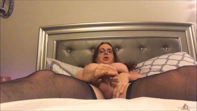 Wendywilliamsxxx_presents_Wendy_Stroking_in_Black_Hose.wmv.00003.jpg