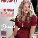 Mature.nl presents Brenda (51) in American housewife Brenda masturbating on the couch – 09.11.2017