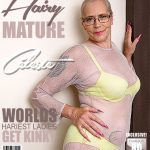 Mature.nl presents Celeste (50) in hairy housewife fingering herself – 28.11.2017