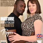 Mature.nl presents Tigger (EU) (49) in British big breasted housewife Tigger goes interracial – 09.11.2017