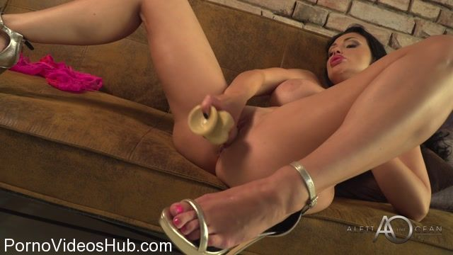 AlettaOceanLive_presents_Aletta_Ocean_in_Solo_Clip_-_27.10.2017.mp4.00009.jpg