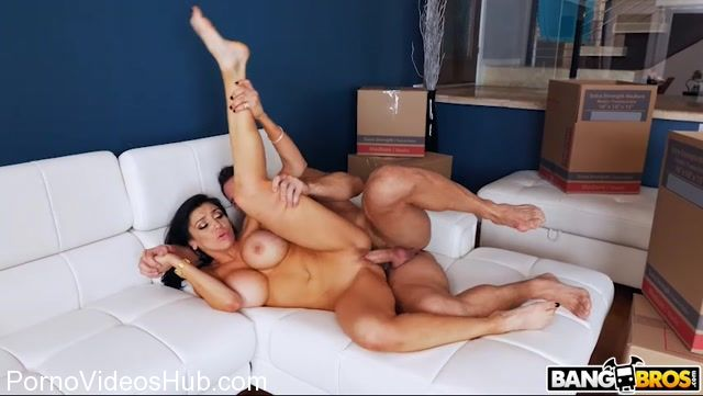 BangBros_-_BangBrosClips_presents_Audrey_Bitoni_in_Secretly_Fucking_The_Mover_Around_The_House_-_21.11.2017.mp4.00013.jpg