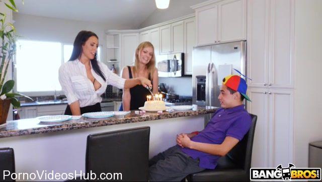 Watch Online Porn – BangBros – MomIsHorny presents Reagan Foxx in Hot MILF For His Birthday – 04.11.2017 (MP4, SD, 852×480)