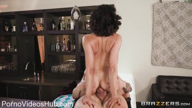 Brazzers_-_RealWifeStories_presents_Brooke_Sinclaire_in_Dicks_For_Pics_-_15.11.2017.mp4.00012.jpg