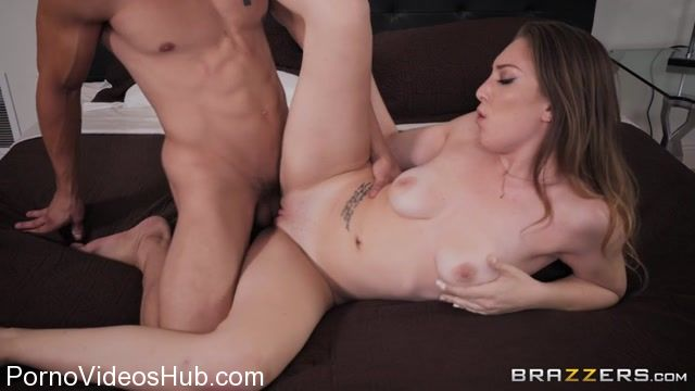 Brazzers_-_RealWifeStories_presents_Jessie_Wylde_in_Panting_In_Public_-_27.11.2017.mp4.00006.jpg
