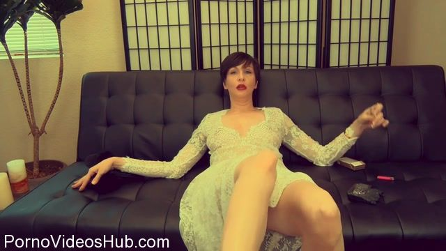 Clips4sale_presents_Mrs_Mischief_in_Auntie_Makes_You_Cream_Your_Jeans.mp4.00009.jpg