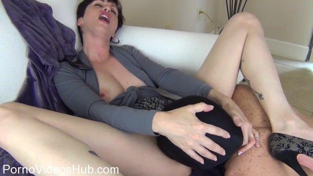 Clips4sale_presents_Mrs_Mischief_in_Cuck_Hubby_Sucks_Out_My_Boyfriends_Creampies.mp4.00008.jpg