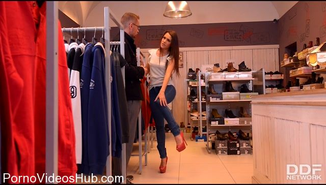 DDFNetwork_-_HandsOnHardcore_presents_Samia_Duarte_in_Blow_Out_Deal_-_Salesgirl_Gets_Her_Ass_And_Pussy_Stuffed_In_Store_-_24.11.2017.mp4.00001.jpg