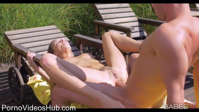 Watch Online Porn – ElegantAnal presents Henessy in Beach Bum – 13.11.2017 (MP4, SD, 854×480)