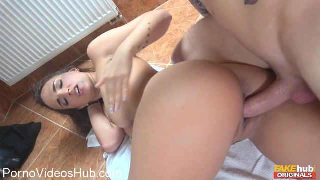 FakeHubOriginals_presents_Claudia_Bavel_in_Dirty_Bath_-_18.11.2017.mp4.00012.jpg