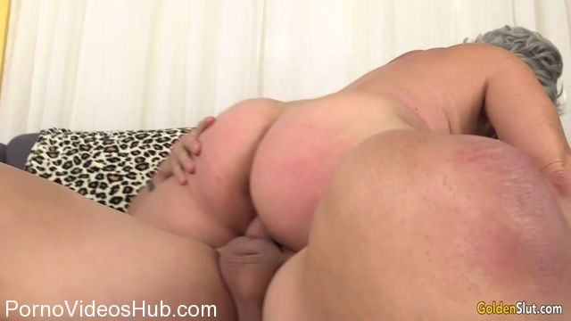 Watch Online Porn – GoldenSlut presents Kelly Leigh (MP4, SD, 854×480)