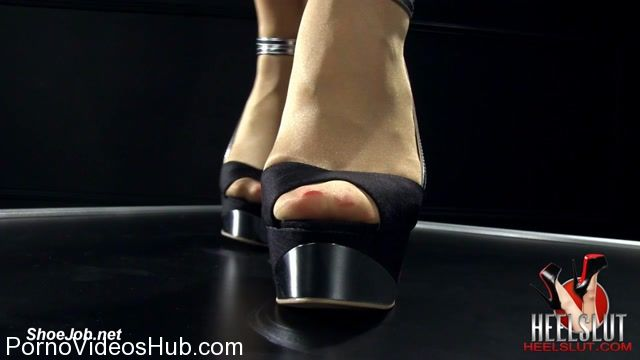 Watch Online Porn – Heel Slut in Shine Her Silver Heels (MP4, HD, 1280×720)
