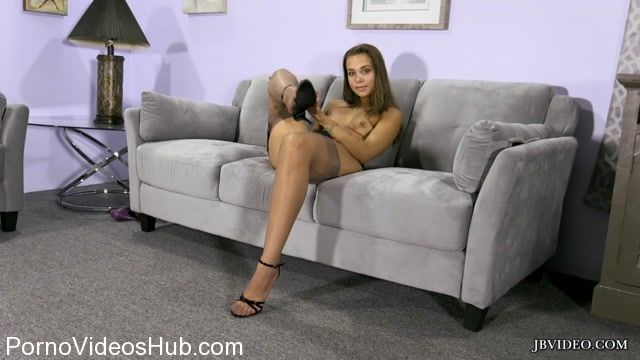 Jbvideo_presents_LIZA_ROWE_in_FOOT_TEASE_2.mp4.00003.jpg