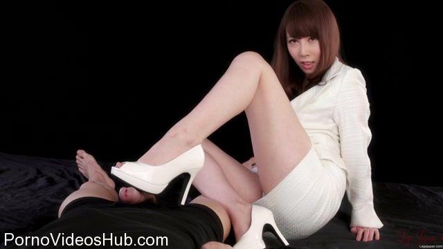 Watch Online Porn – LegsJapan presents Aya Kisaki in White Suit Footjob (MP4, FullHD, 1920×1080)