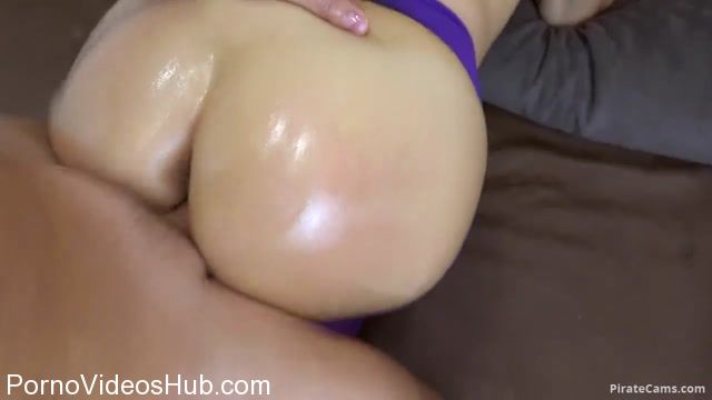 ManyVids_Webcams_Video_presents_Girl_CarryLight_in_I_got_creampie_in_my_pussy.mp4.00010.jpg