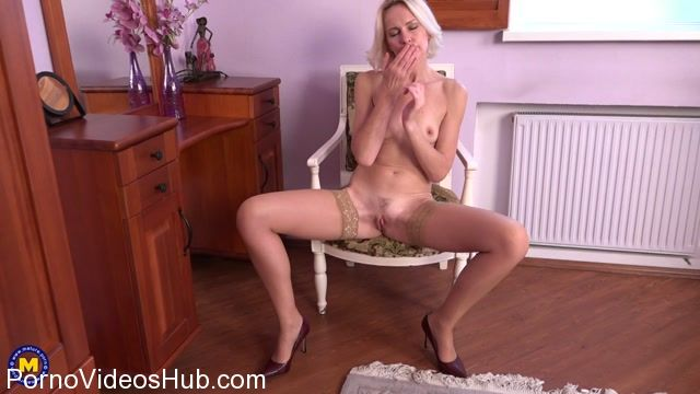Watch Online Porn – Mature.nl presents Artemia (45) in hot housewife Artemia fingering herself – 04.11.2017 (MP4, FullHD, 1920×1080)