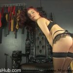 Mistress Lola Ruin in Ass Worship in Lingerie